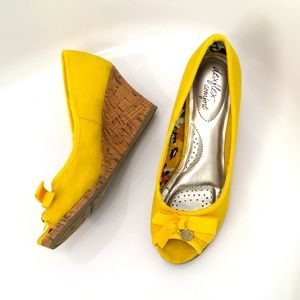EUC Yellow Dexflex Comfort Peeptoe Wedges